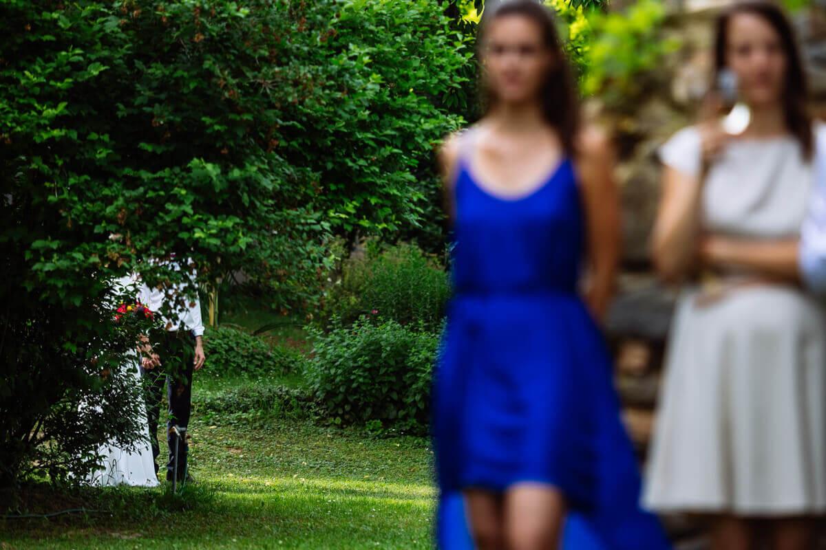 Esküvő fotózás során készült fotó Kingáról és Laciról a szertartás előtt.
