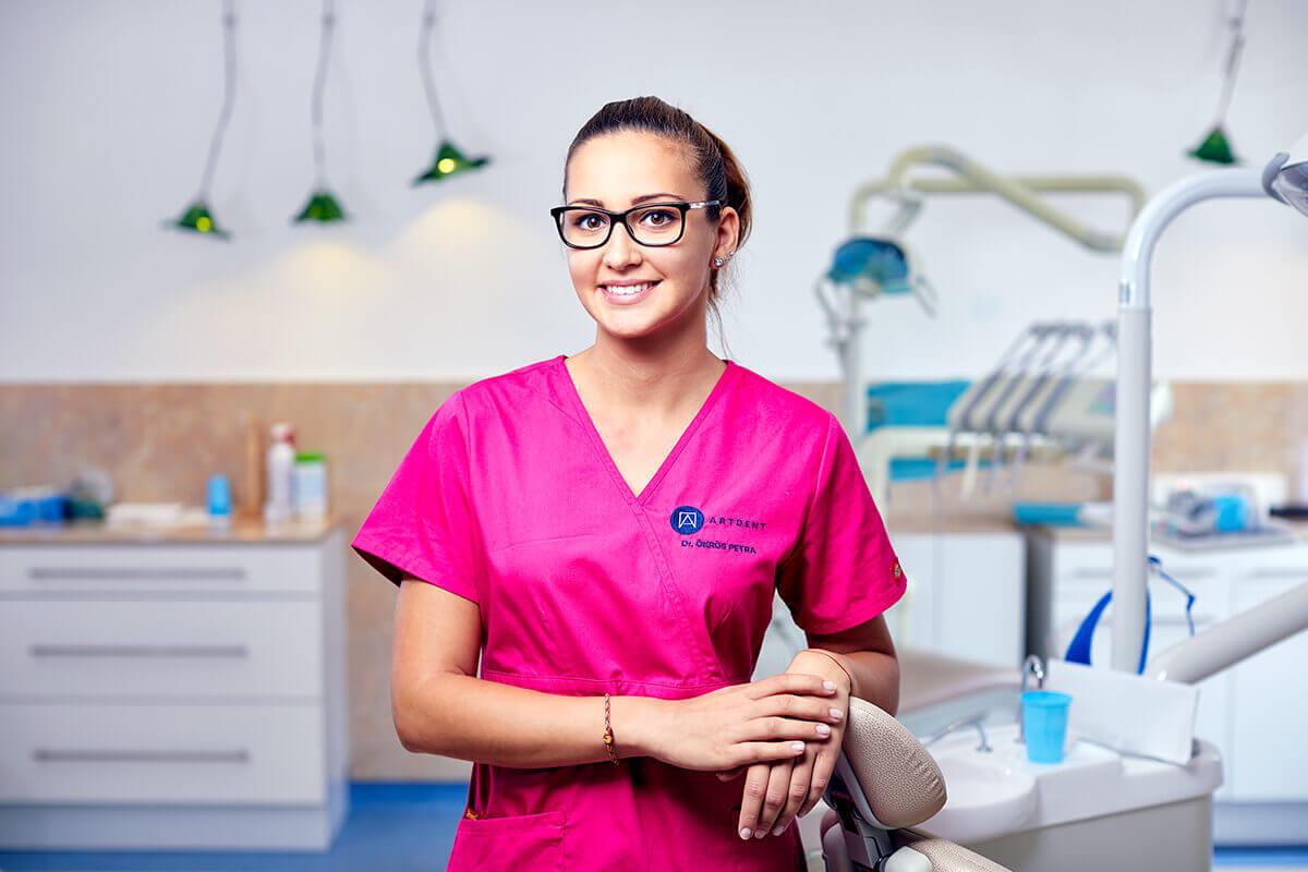 Reklámfotózás során készített portréfotó egy fogorvosról.