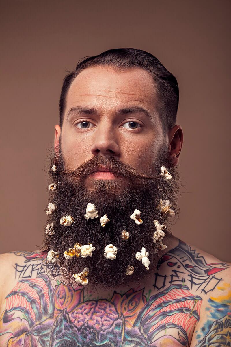Reklámfotózás során készített lookbook fotó egy férfiről.