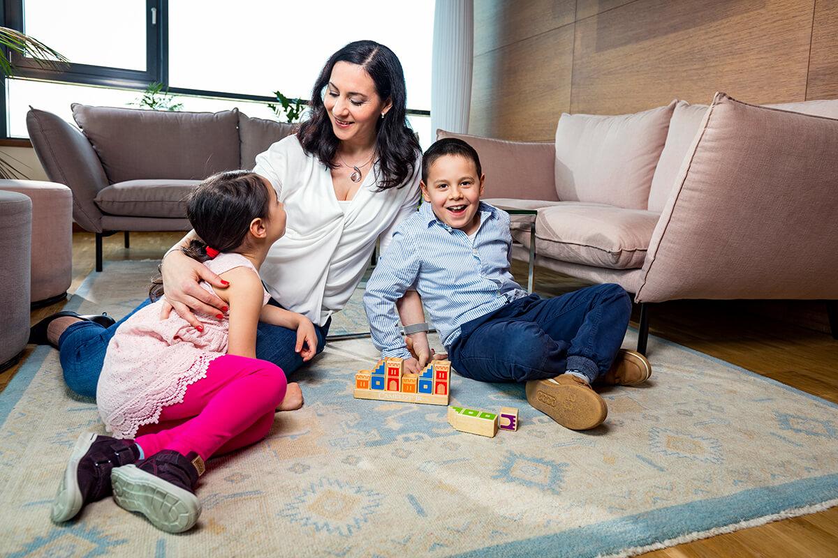 Üzleti portréfotózás során készített magazin fotó egy családról.