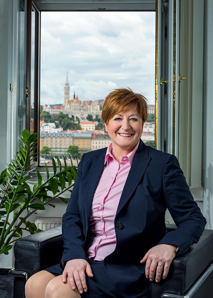 Üzleti portréfotózás során készített business portré Bogdán Krisztina.